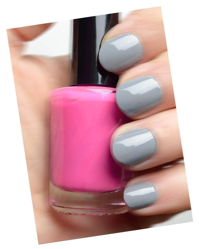 grey nails Kopie.jpg